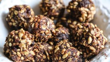 Cacao & peanut butter breakfast balls