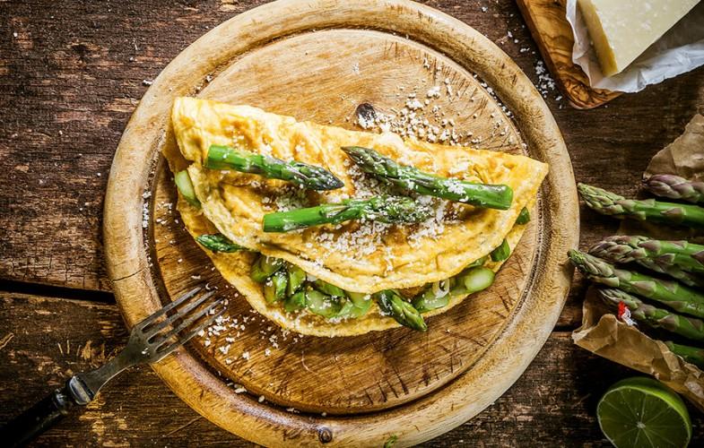 Skinny asparagus omelette