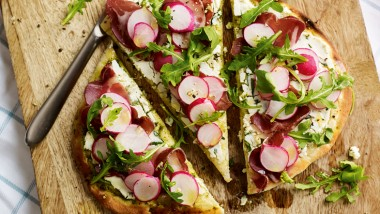 Radish, ham and ricotta pizza breads