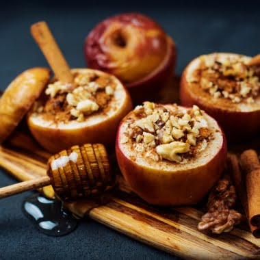 Baked apples with raisins, walnuts, cinnamon and honey