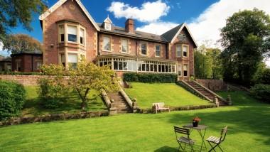 Win luxury dinner, bed and breakfast at Eslington Villa