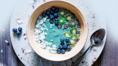 Spirulina coconut smoothie bowl