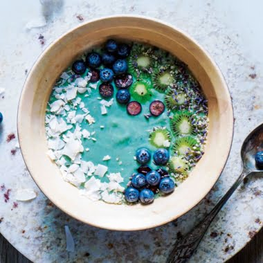 Spirulina coconut smoothie bowl