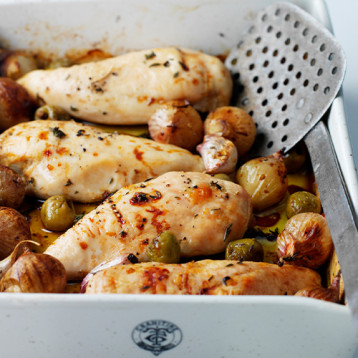Chicken baked with shallots, olives and thyme